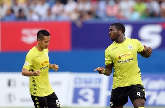 Hà Nội FC giành 3 điểm trên sân Bình Dương trong trận đấu nhiều tranh cãi ảnh 4