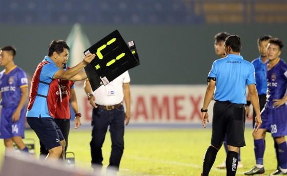 Hà Nội FC giành 3 điểm trên sân Bình Dương trong trận đấu nhiều tranh cãi ảnh 7