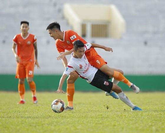 Thua hai trận liền, ghế của HLV Nguyễn Đức Thắng bắt đầu lung lay.  ảnh 1