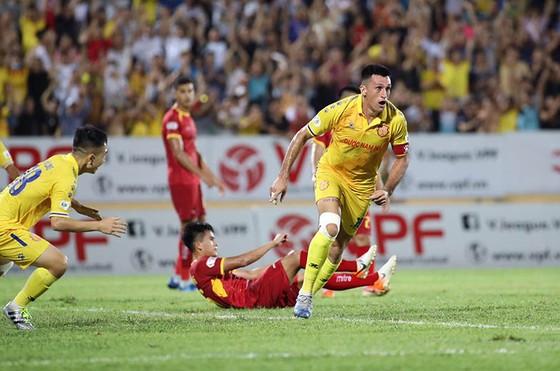 Đánh bại SLNA, CLB Nam Định chấm dứt chuỗi 4 trận thua liên tiếp   ảnh 2