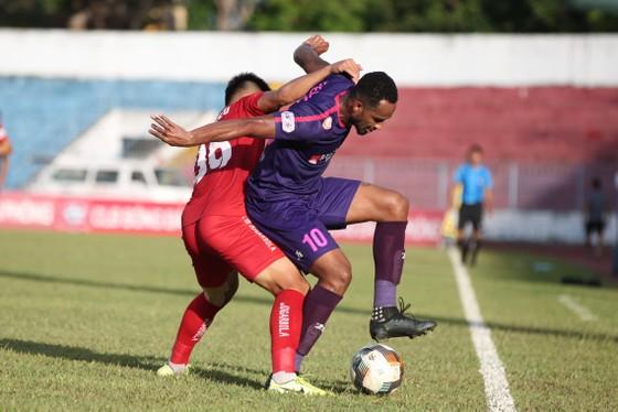 Paulo, tác giả bàn ấn định tỷ số 2-0 cho CLB Sài Gòn. Ảnh: MINH HOÀNG