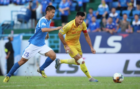 Đỗ Merlo ghi bàn nhưng không thể giúp Nam Định giành điểm ở vòng 8. Ảnh: MINH HOÀNG
