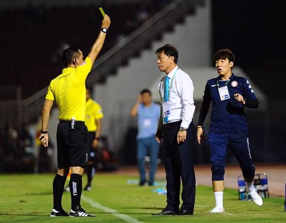 Trọng tài mắc nhiều sai số, nhưng các CLB V-League cần phản ứng chuyên nghiệp hơn ảnh 4