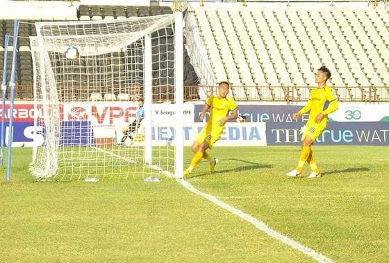 Phan Văn Đức giúp SLNA giữ 1 điểm ở trận derby Nghệ - Tĩnh  ảnh 1