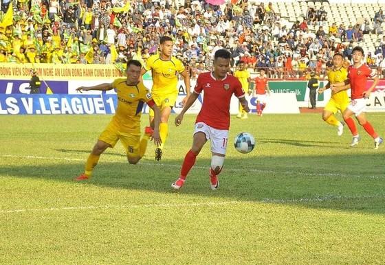 Trận derby xứ Nghệ kết thúc bất phân thắng bại. Ảnh: MINH HOÀNG