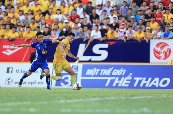 Thắng sít sao trên sân Thiên Trường,  Nam Định đẩy Quảng Nam xuống cuối bảng ảnh 2