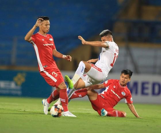 Quế Ngọc Hải, cựu thủ lĩnh của đội bóng xứ Nghệ hiện đang là chốt chặn quan trọng trong đội hình Viettel.