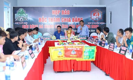 Đại diện các đội tại buổi họp kỹ thuật