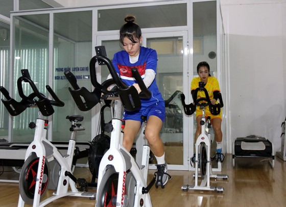 7 cầu thủ nữ tập phục hồi cùng chuyên gia Choi Ju Young  ảnh 1