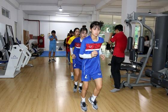 7 cầu thủ nữ tập phục hồi cùng chuyên gia Choi Ju Young  ảnh 2