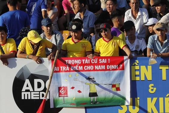 Nam Định chật vật giành 1 điểm trên sân nhà ảnh 1