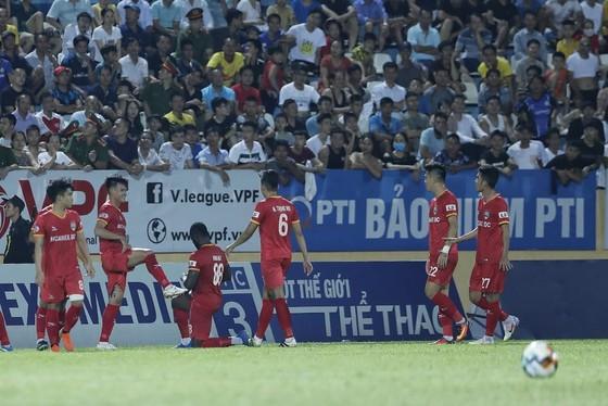 Nam Định chật vật giành 1 điểm trên sân nhà ảnh 2