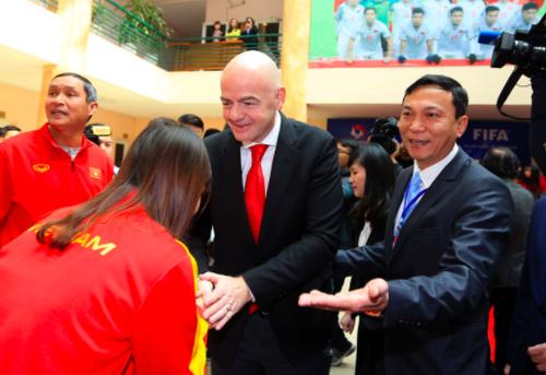 Chủ tịch FIFA Gianni Infantino trong lần ghé thăm Việt Nam và làm việc cùng VFF