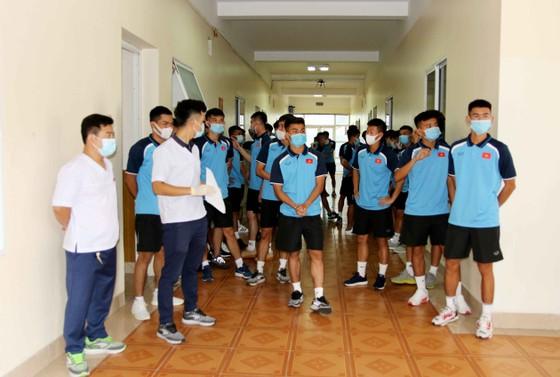 Các cầu thủ tiến hành kiểm tra y tế