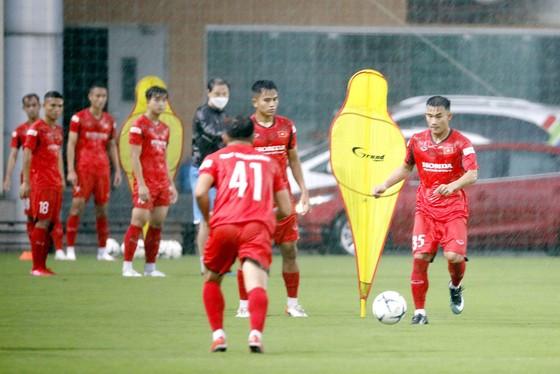 Đội U22 Việt Nam ra sân tập buổi đầu tiên  ảnh 2