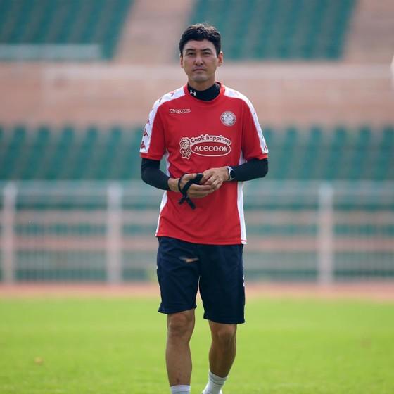 Trợ lý Yang của HLV Chung Hae-song. Ảnh: HCMCFC