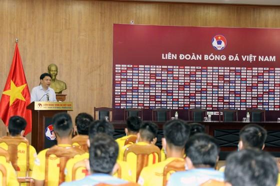 Lãnh đạo VFF gặp gỡ đội U19 trước khi di chuyển về Hưng Yên  ảnh 1