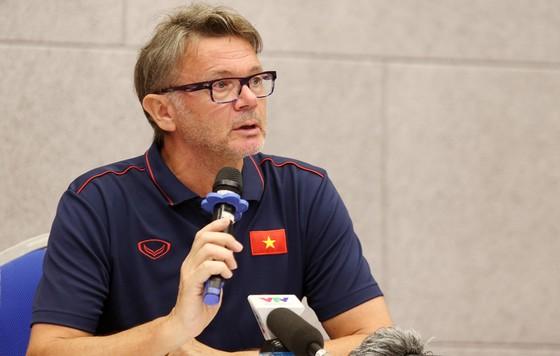 HLV Troussier: Tôi và ông Park có chung mục tiêu hướng đến World Cup 2026 ảnh 1