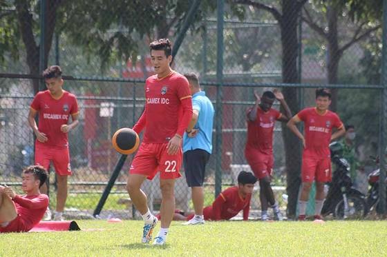 Tiến Linh cùng đội bóng đất Thủ sẽ làm khách trên sân Hàng Đẫy ở vòng Tứ kết