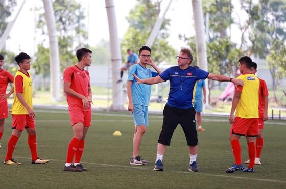 HLV Philippe Troussier ghi nhận sự nỗ lực của các cầu thủ ảnh 1