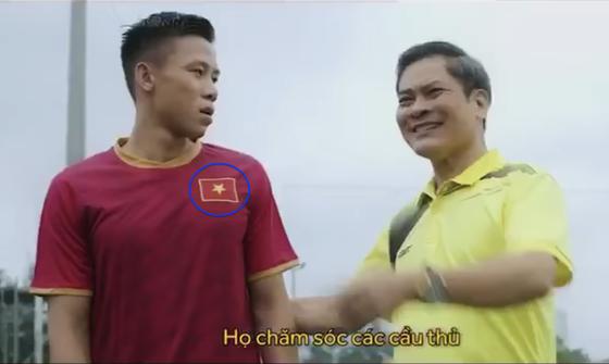 Quế Ngọc Hải mặc áo nhái, vi phạm bản quyền của đội tuyển Việt Nam ảnh 1