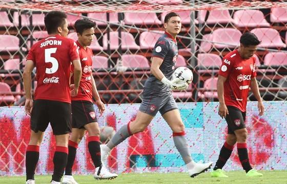 Thủ môn Văn Lâm được tín nhiệm bắt chính trong suốt trận đấu