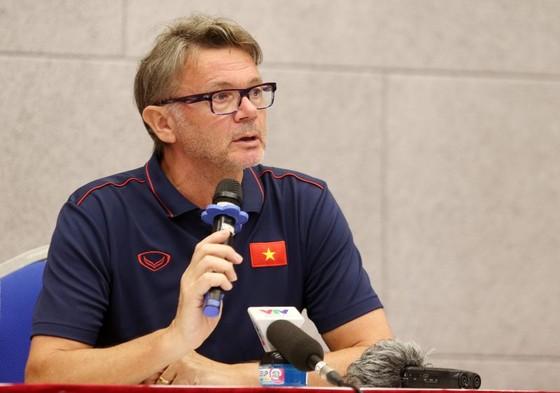 Ông Troussier đang dẫn dắt đội U19 Việt Nam kiêm GĐKT Trung tâm PVF