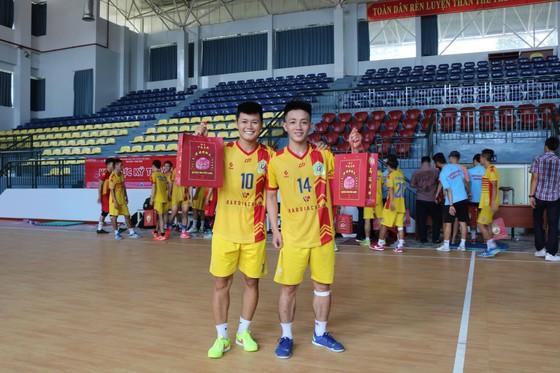 Lãnh đạo Kardiachain Sài Gòn FC mang đến bất ngờ cho các cầu thủ ảnh 1