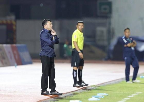 HLV Trương Việt Hoàng chưa hài lòng dù Viettel lên đầu bảng  ảnh 1