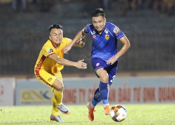 Thua 1-2 tại Thanh Hóa, Quảng Nam khó thoát cửa xuống hạng ảnh 1