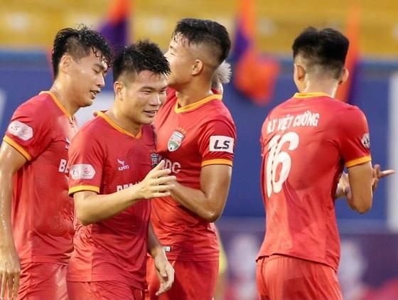 Sức trẻ cùng sự quyết tâm của B.Bình Dương đã gây bất ngờ cho Sài Gòn FC. Ảnh: DŨNG PHƯƠNG