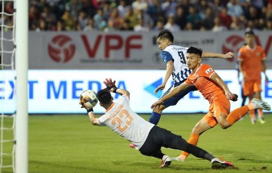 Công/thủ nhịp nhàng, Bình Định giành chiến thắng 4-0 ngay trên sân Bà Rịa. Ảnh: BRVTFC