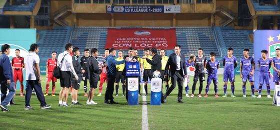 VFF và HLV trưởng Park Hang-seo ủng hộ đồng bào miền Trung ảnh 1