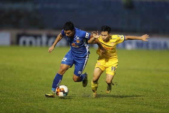 Nam Định và Quảng Nam đang cùng trong cuộc đua trụ hạng. Ảnh: NĐFC