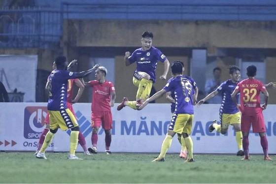 Siêu phẩm của Quang Hải khiến đội Sài Gòn hết cửa vô địch V-League  ảnh 2