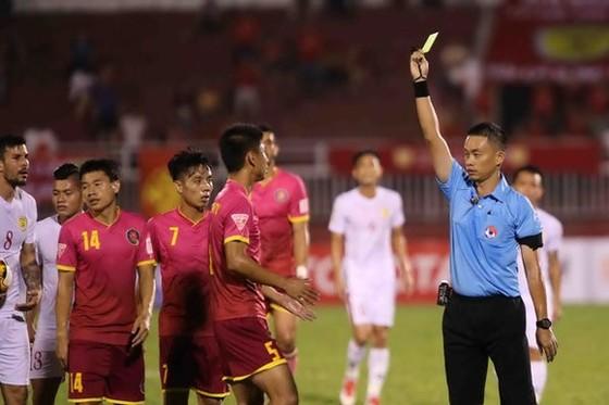 Trọng tài Ngô Duy Lân được chuyển sang làm trọng tài bàn vào giờ chót.