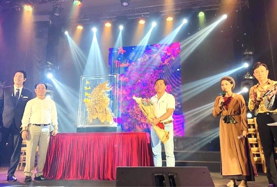 Văn nghệ sĩ, doanh nghiệp, cầu thủ chung sức cho đêm nhạc 'Miền Trung Ơi' của Quách Beem ảnh 2