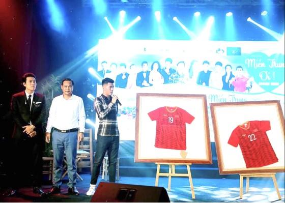 Văn nghệ sĩ, doanh nghiệp, cầu thủ chung sức cho đêm nhạc 'Miền Trung Ơi' của Quách Beem ảnh 1