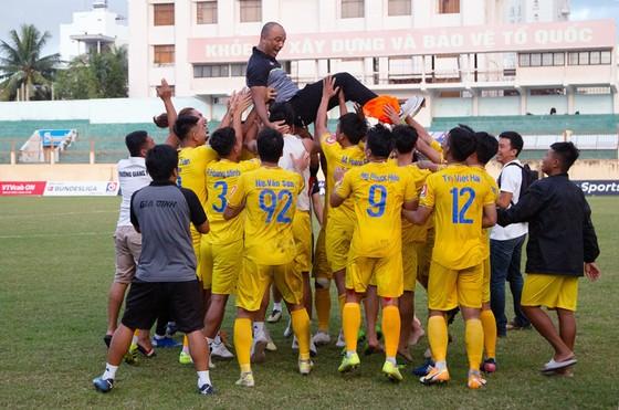 Niềm vui thăng hạng của Gia Định FC