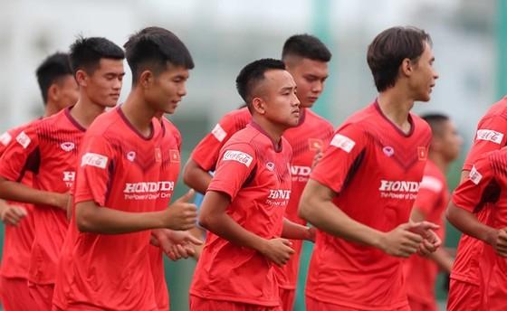 Bán vé trận đấu của đội tuyển Việt Nam để ủng hộ đồng bào miền Trung  ảnh 1