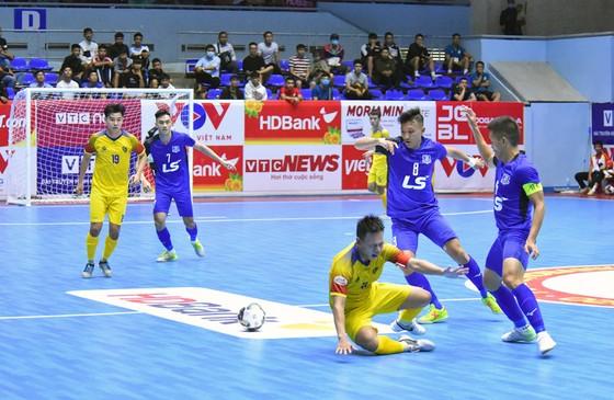 Thái Sơn Nam ghi 3 bàn thắng vào lưới Quảng Nam vào cuối trận