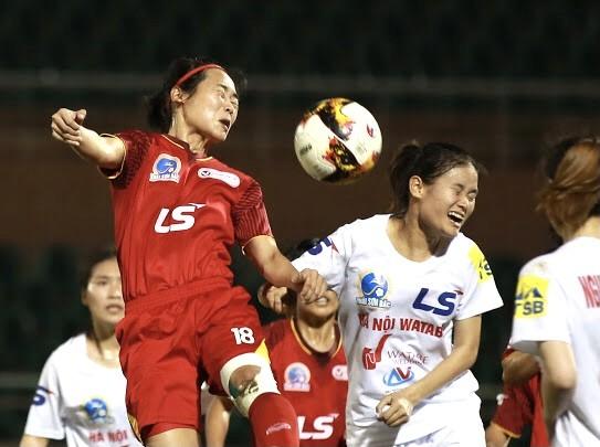 Đội TPHCM I và Hà Nội I đang so kè ở ngôi đầu bảng. Ảnh: DŨNG PHƯƠNG
