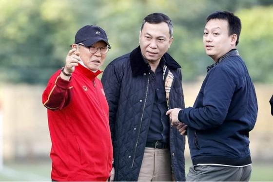 Kép phụ trên đội tuyển Việt Nam: Bây giờ hoặc không bao giờ? ảnh 1