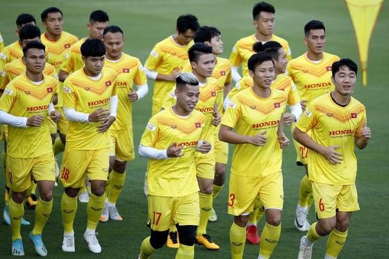 ĐT Việt Nam đang tập luyện tại Hà Nội. Ảnh: MINH HOÀNG