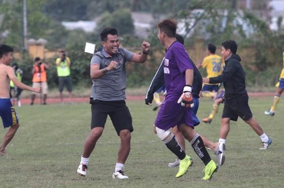 Cầu thủ U21 Đồng Tháp khóc ngất khi 'lách khe cửa hẹp' để vào bán kết ảnh 1