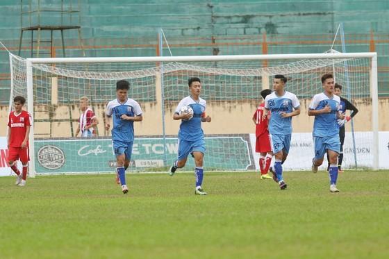 Cầu thủ U21 Đồng Tháp khóc ngất khi 'lách khe cửa hẹp' để vào bán kết ảnh 2