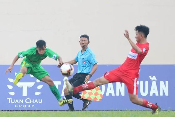 Đại học Nông Lâm (áo xanh) được đánh giá cao ở cuộc đua vô địch.