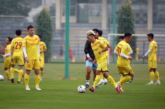 Giá vé xem hai đội tuyển Việt Nam giao hữu... chỉ bằng V-League  ảnh 1