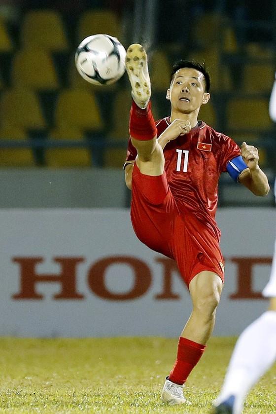 Ông Park 'chuyền bóng', Văn Quyết có ghi bàn? ảnh 1