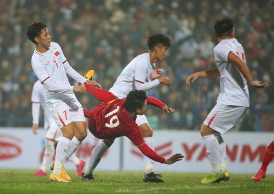 Bàn thắng nâng tỷ số 2-1 của Quang Hải. Ảnh: MINH HOÀNG